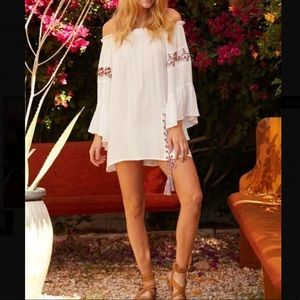 NWT $68 Surf Gypsy embroidered lace up cover up